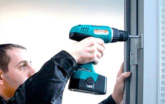 Ремонт и регулировка алюминиевых дверей